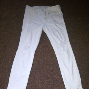 Distressed ripped stretchy jeans